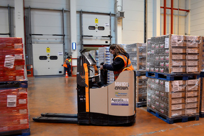 Crown supplies FM Logistic with forklift trucks compatible with fuel cells