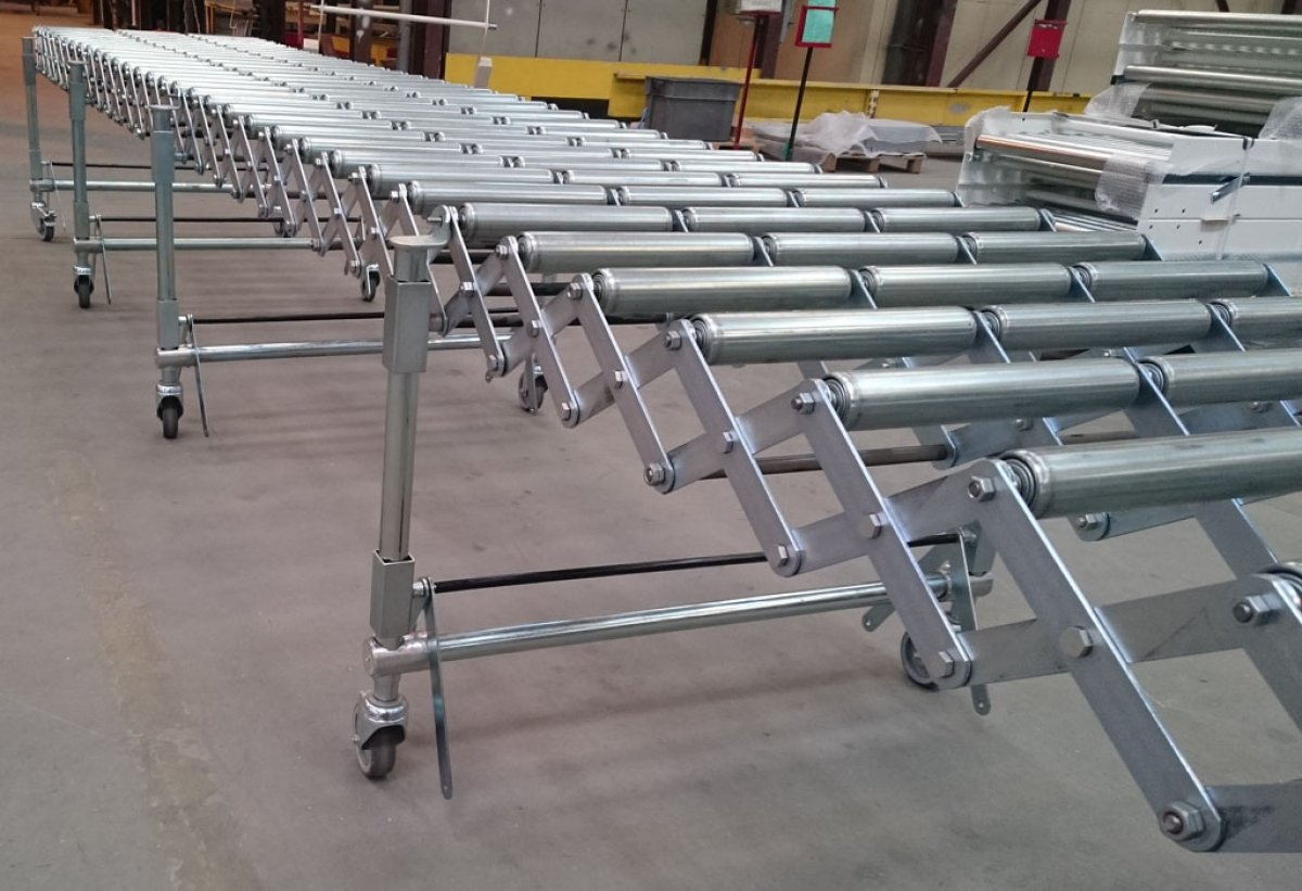Free roller or wheel extendable conveyor