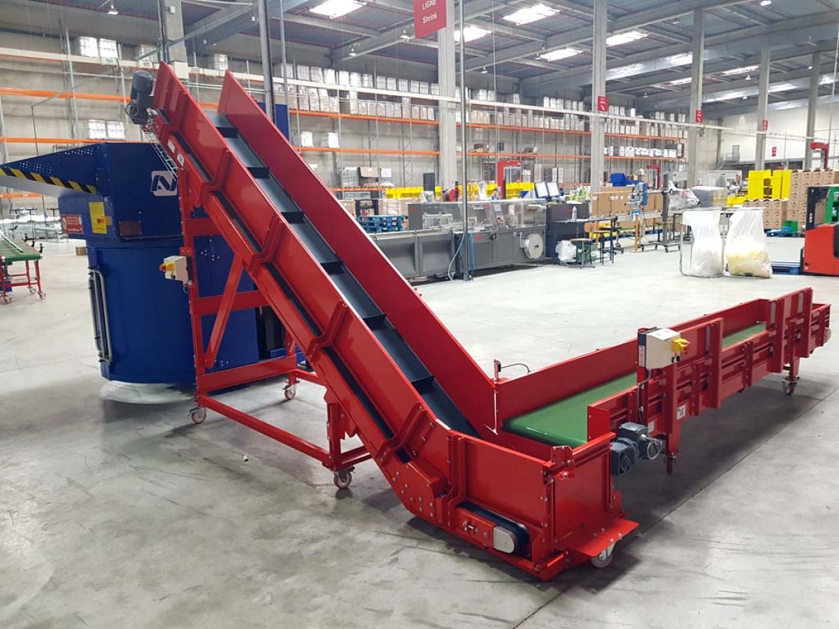 Inclined belt conveyor, elevator and descender